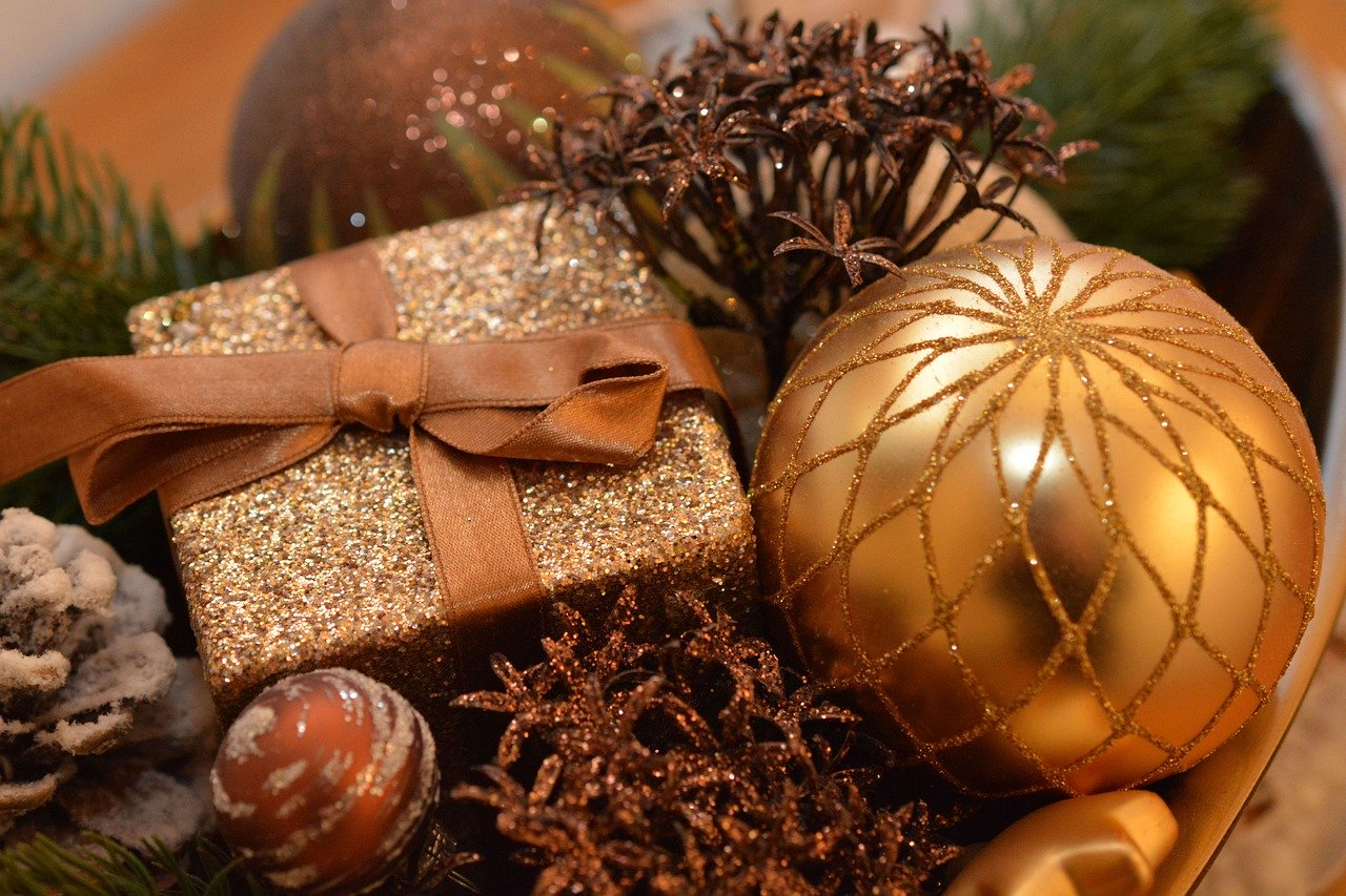 https://mlbyytp0evj0.i.optimole.com/w:960/h:853/q:auto/https://astroluna.rs/wp-content/uploads/2019/12/christmas-balls-1063070_1280.jpg