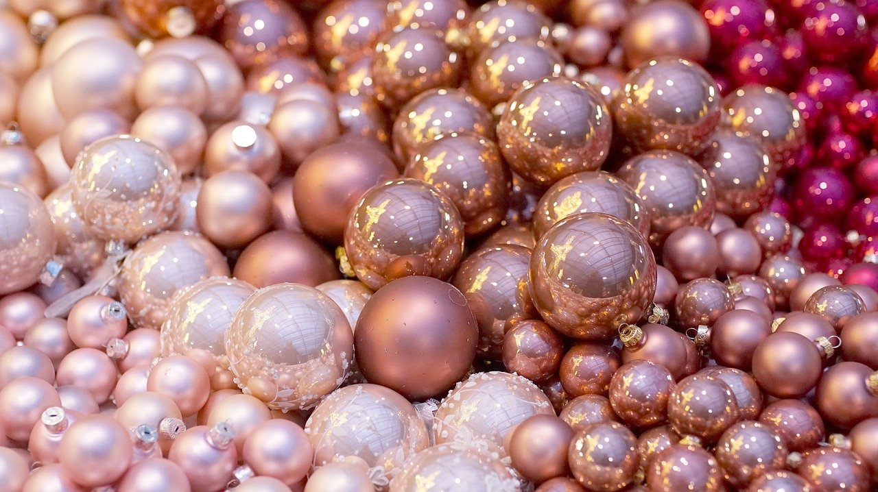 https://mlbyytp0evj0.i.optimole.com/Bt2AQsA-cZo6ZSyT/w:960/h:718/q:auto/https://astroluna.rs/wp-content/uploads/2019/12/christmas-balls-2995437_1280.jpg