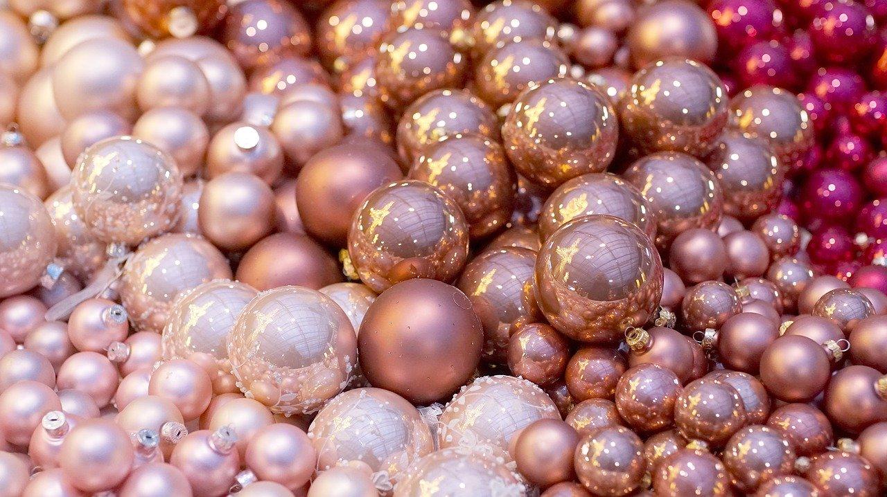 https://mlbyytp0evj0.i.optimole.com/w:960/h:718/q:auto/https://astroluna.rs/wp-content/uploads/2019/12/christmas-balls-2995437_1280.jpg